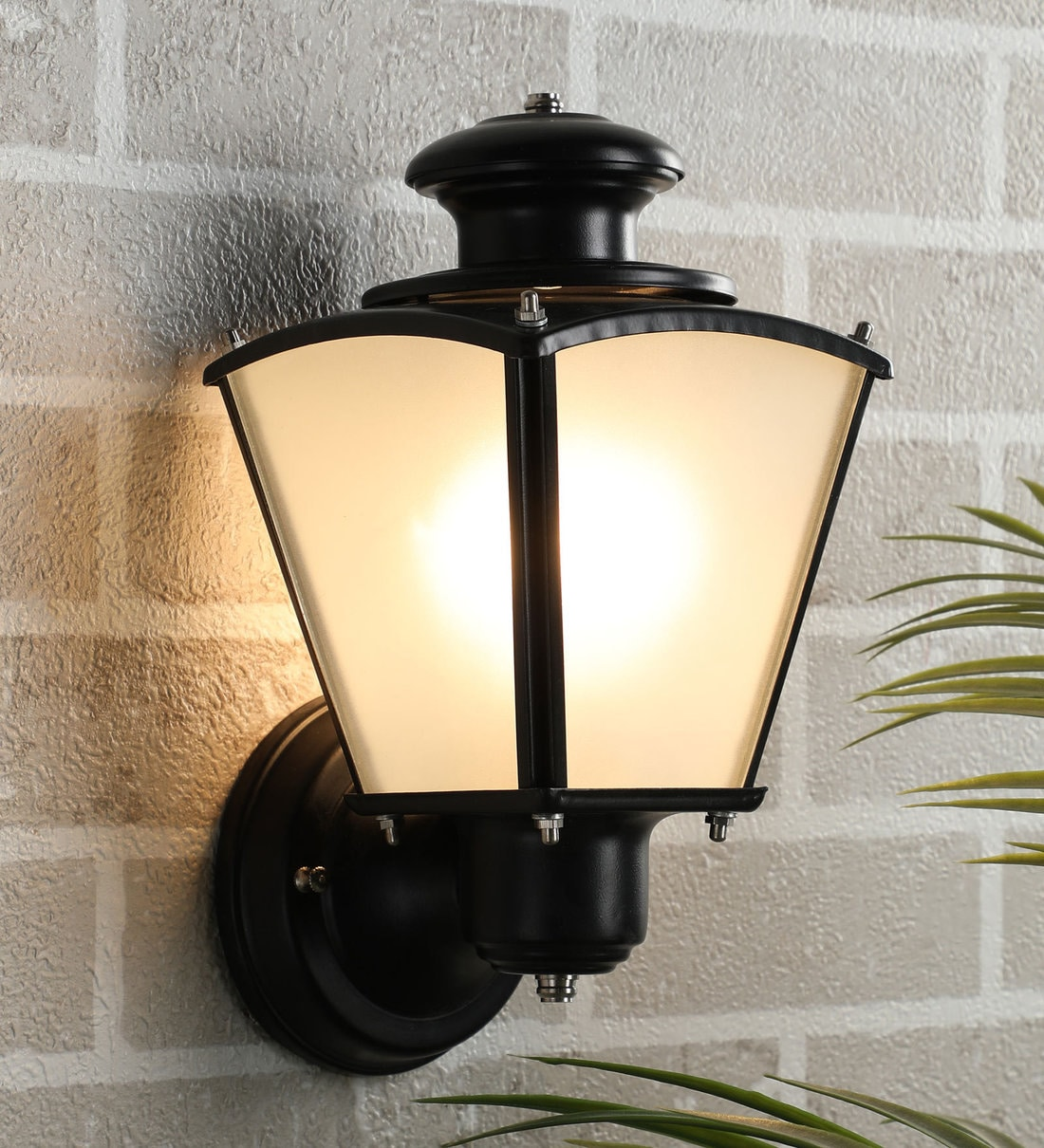 Picture of: Buy Exterior Black Metal Outdoor Wall Light By Superscape Outdoor Lighting Online Outdoor Wall Lights Outdoor Lights Lamps Lighting Pepperfry Product