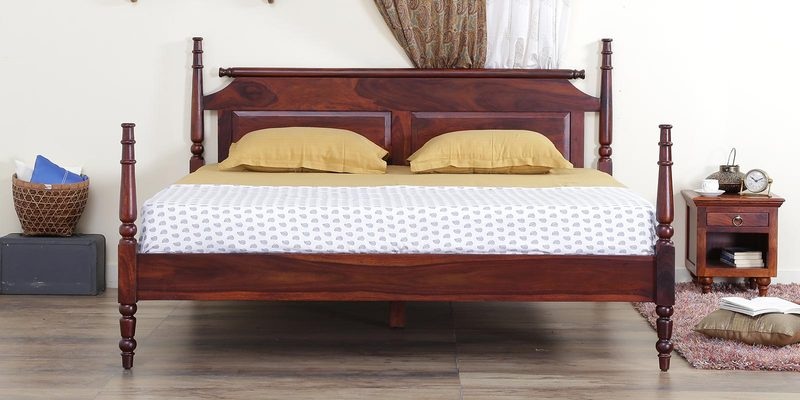 Harleston Poster Bed in Honey Oak Finish by Amberville
