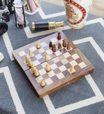Brown Wooden Designer Chess Board Handicraft Gift