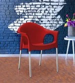 Novella Visiter Chair With Arms in Red Colour
