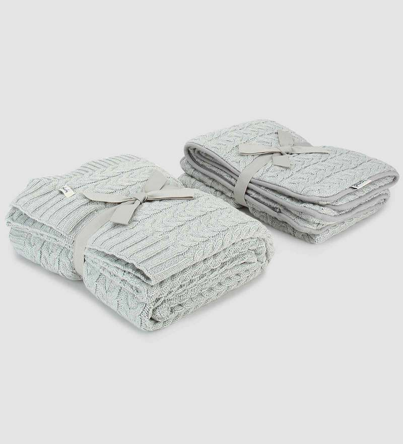 I love the Cables Bed Runner with 2 Cushion Covers Set by Pluchi